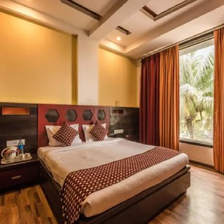 Flat 50% off on Hotel Booking - No Maximum Discount Limit
